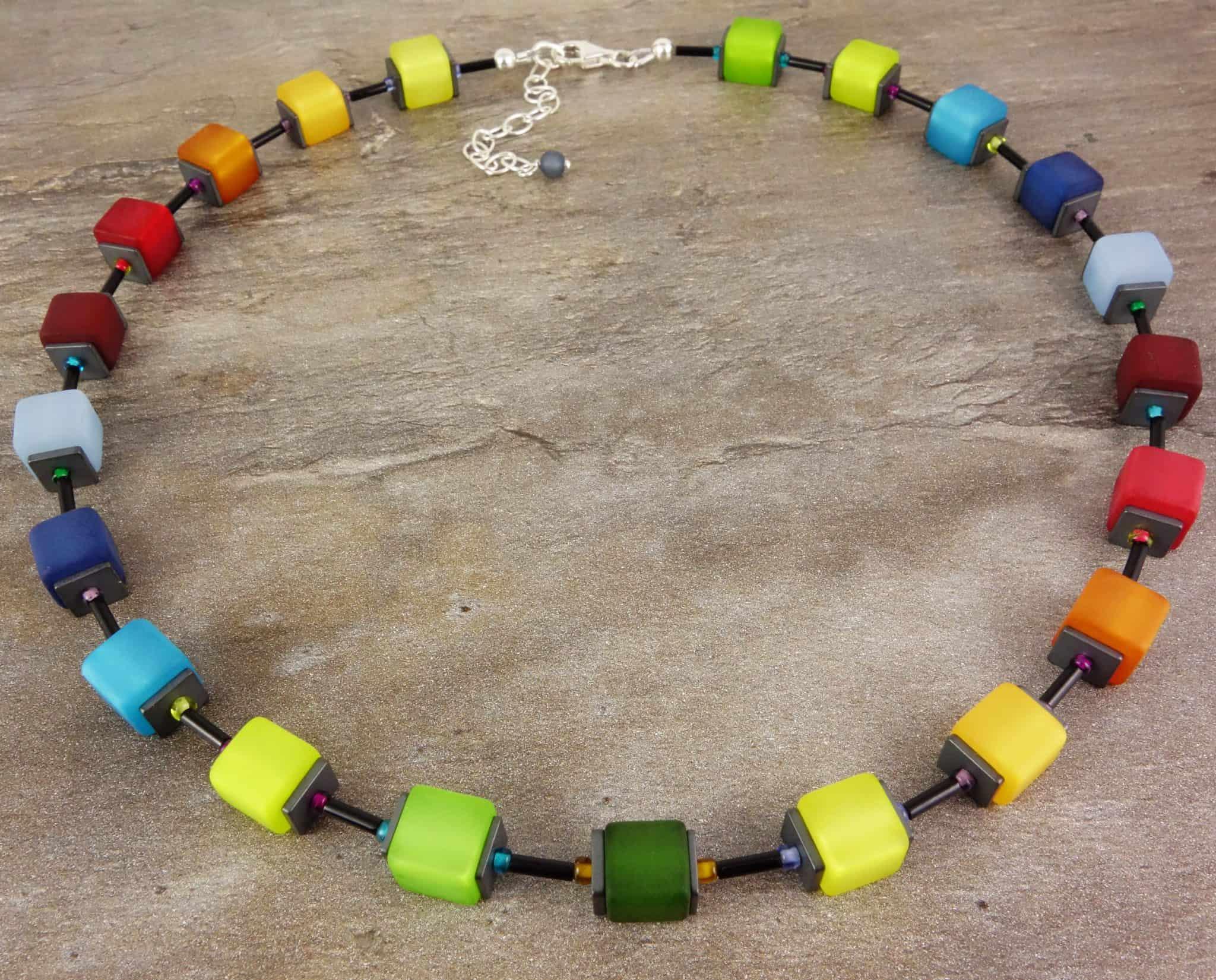 Bunte Würfel matt Regenbogen DESIGN Würfel Collier FARBENFROHE Würfelkette